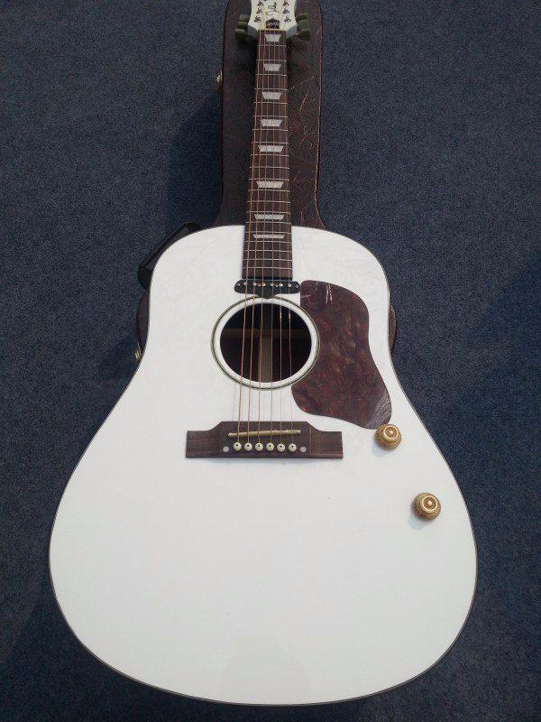 Gibson John Lennon Gallery (1/17)